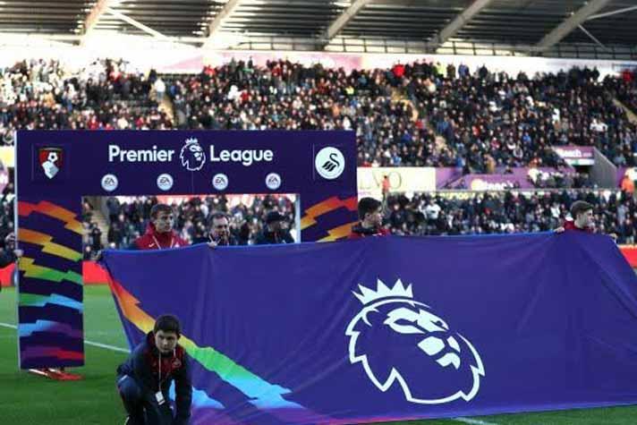Британското правителство отлага завръщането на публика по стадионите