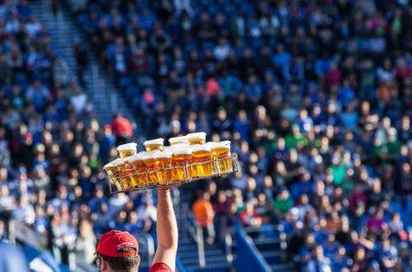 Забраната за феновете да пият алкохол на английските футболни мачове може да бъде отменена